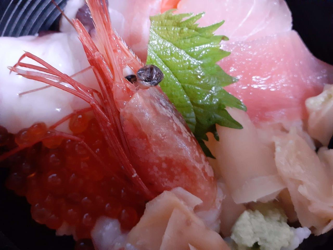 目利きの銀次さんの海鮮丼です。